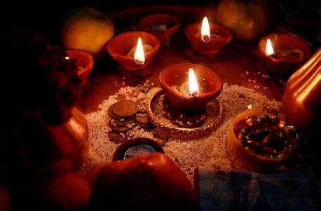 1024px-diwali_oil_lamps_darjeeling